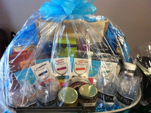 wine lovers gift basket with Clingks