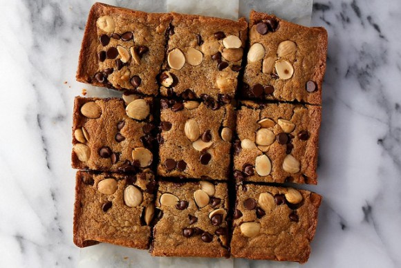 blonde brownies with almonds