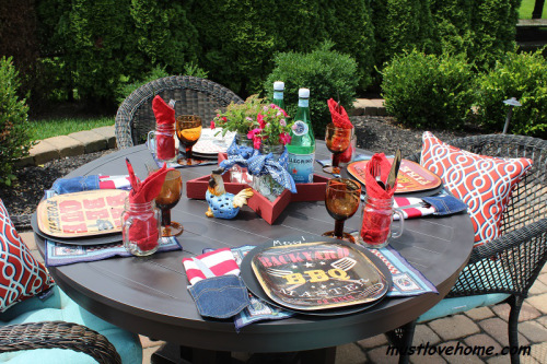 Backyard-BBQ-Tablescape