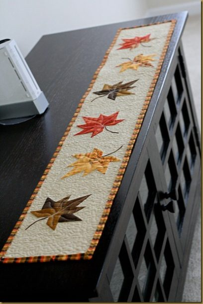 leaf-table-runner